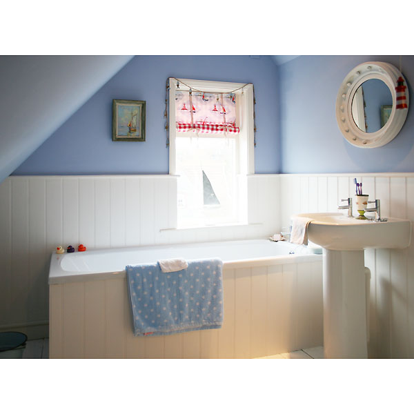Seaton Lodge ~ Second floor bathroom